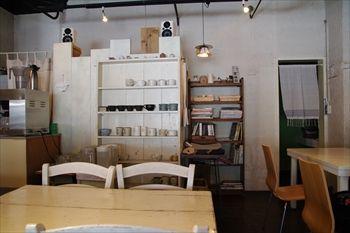 横浜大口にあるカフェ「kacha kacha cafe」の店内