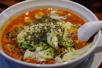 横浜関内にあるラーメン店「麺家 一本道」のラーメン