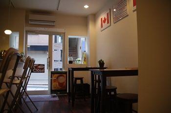 横浜元町にあるフレーバーコーヒーのお店「リトルココ」の店内