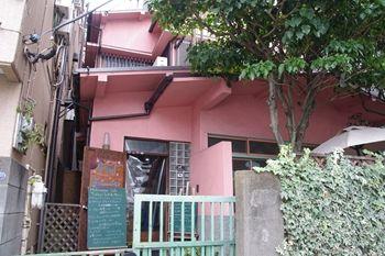 西横浜にあるカフェ「夏至茶屋」の外観