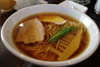 横浜石川町にあるラーメン店「麺や 元町」のラーメン