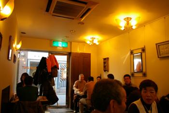 横浜元町にある洋食屋「洋食の美松」の店内