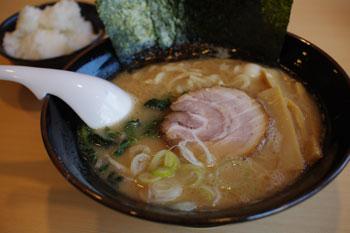 横浜鴨居にあるおいしいラーメン店「山剛家」のラーメン