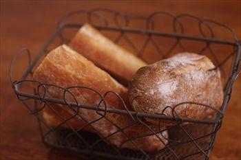 横浜元町にあるフレンチ「ブラッスリー アルティザン」のパン