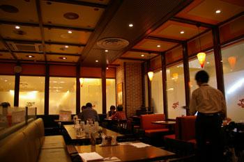 トレッサ横浜の「ハングリータイガー」の店内