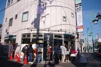 横浜菊名にある食パン専門店「考えた人すごいわ」の外観