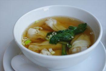 新高島にある中華料理店「中国美食 唐苑酒楼」のスープ
