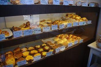 横浜青葉台にあるパン屋「Bakery kuma」の店内