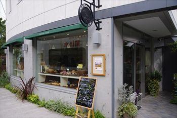 鎌倉にあるパン屋「鎌倉 利々庵(りりあん)」の外観