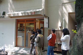 横浜たまプラーザにあるパン屋「ひと粒の麦」の外観