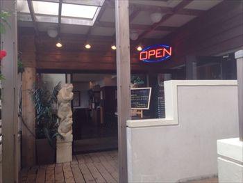 片瀬江ノ島にあるカフェ「オープンビックカフェラグーン」の入り口