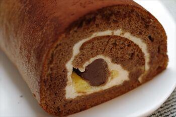 CAIL横浜にあるブルーカカオのロールケーキ