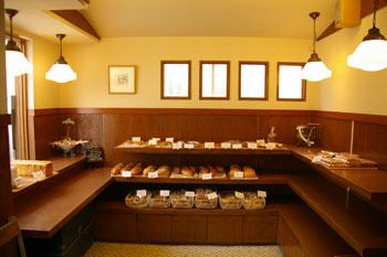 横浜岸根公園近くにあるパン屋「ぱんくらぶ」の店内