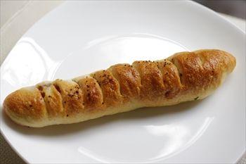 横浜白楽にある「シックススクエアベーカリー」のパン