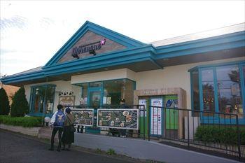 横浜岸根公園にある「ハワイアンカフェ メレンゲ」の外観