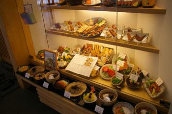 キュービックプラザ新横浜にある蕎麦屋「右衛門」の店頭