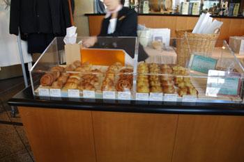 横浜みなとみらいにあるパン屋「メゾンカイザー」の店内