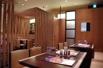 トレッサ横浜のカレーうどんのお店「若鯱家」の店内
