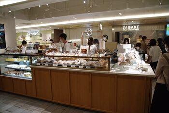 CIAL横浜にあるパン・洋菓子店「ガーデンハウスストア」の外観
