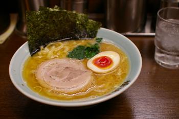 横浜スカイビルの横浜家系ラーメン屋「壱八家」のラーメン