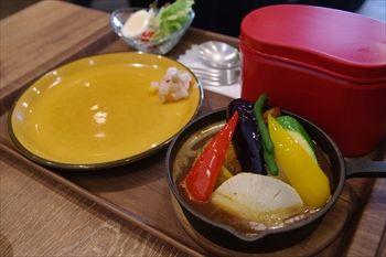 横浜元町にあるスープカレー専門店「アルペンジロー」のカレー