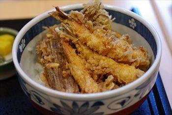 横浜センター北にある天ぷら屋「さくさく」の天丼
