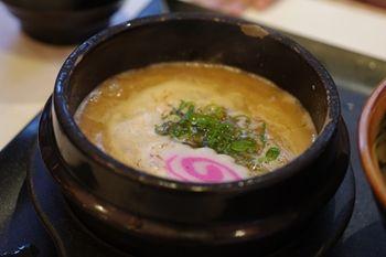 横浜西口にあるラーメン店「ゴル麺」のつけ麺