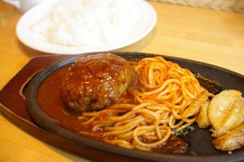 横浜生麦にある洋食屋さん「キッチンひらやま亭」のハンバーグ