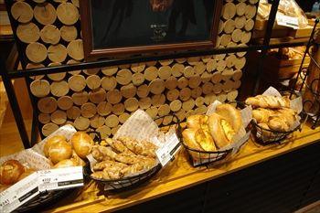川崎にあるパン屋「箱根ベーカリー」の店内