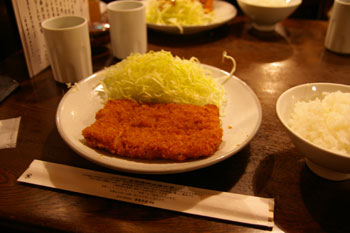 横浜馬車道にある老舗のとんかつ屋さん「勝烈庵」の勝烈定食
