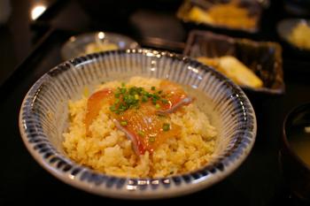 横浜元町の飲食店「時遊陣(じゆうじん)」のかんぱちの手こね寿司