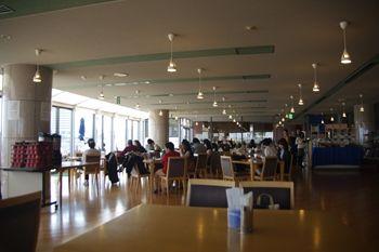 横浜みなとみらいにあるレストラン「ポートテラスカフェ」の店内