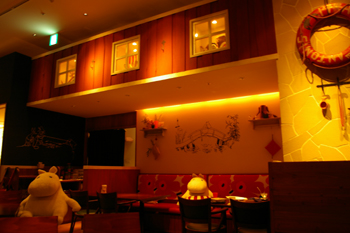 ららぽーと横浜にあるムーミンオーロラカフェの店内2