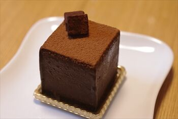 横浜馬車道にある生チョコ発祥のお店「シルスマリア」のケーキ