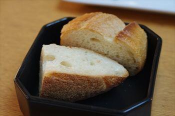 新横浜にあるイタリアン「アマルフィイ ノベッロ」のパン