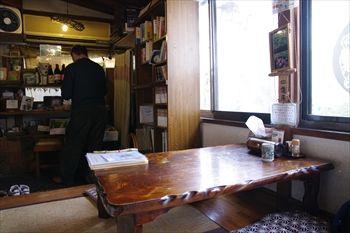 藤沢にあるほうとうのお店「元祖へっころ谷」の店内