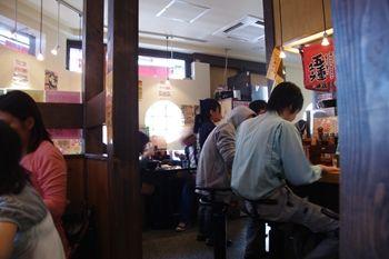横浜関内にあるラーメン店「おはな商店」の店内