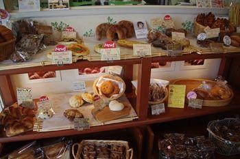 新横浜にあるパン屋さん 「シャン ド ブレ」の店内
