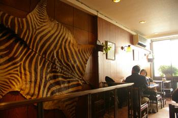横浜野毛の老舗洋食屋「センターグリル」の店内