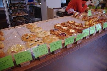 東京祐天寺にあるパン屋さん「ottoパン」の店内
