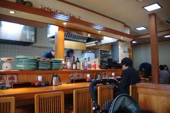 横浜東神奈川にあるとんかつ屋さん「せんのき」の店内