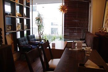 横浜センター北にあるカフェ「クレソン(Cresson)」の店内
