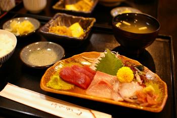 横浜元町の飲食店「時遊陣(じゆうじん)」の刺身定食