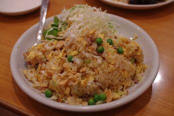 横浜岸根公園にある中華料理屋「龍園」のチャーハン