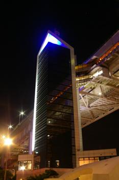 横浜ベイブリッジスカイウォーク入り口の塔