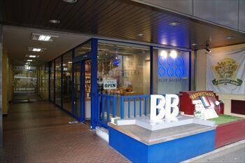 横浜日本大通りにあるパン屋「ブラフベーカリー」の外観