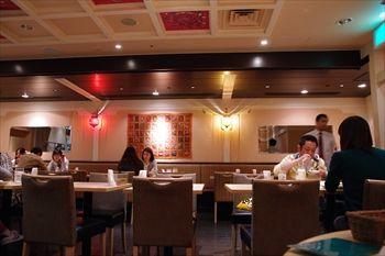 横浜にあるインドカレー食べ放題のお店「マントラ」の店内