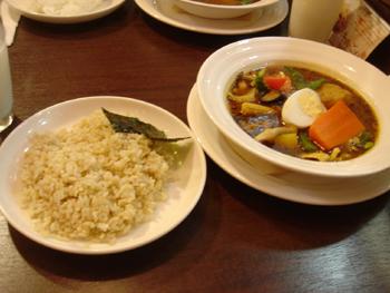 横浜ダイヤモンド地下街にあるスープカレー心の野菜カレー