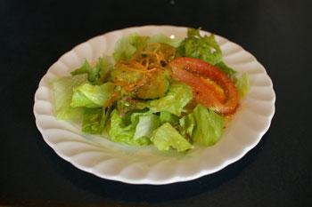 横浜山手の洋食屋「山手ロシュ」のサラダ