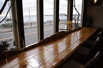 津久井浜にあるベーカリーカフェレストラン「Wao」の店内